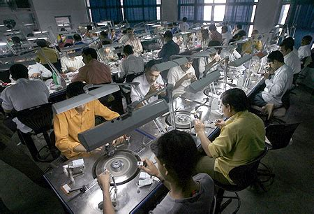 Indian Diamond Industry Begins Layoffs | GEMKonnect