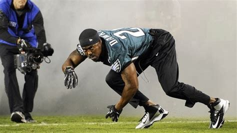 Brian Dawkins does pregame dance for Eagles before getting