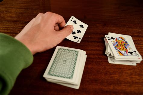 How to Do a Really Easy Card Trick: 9 Steps - wikiHow