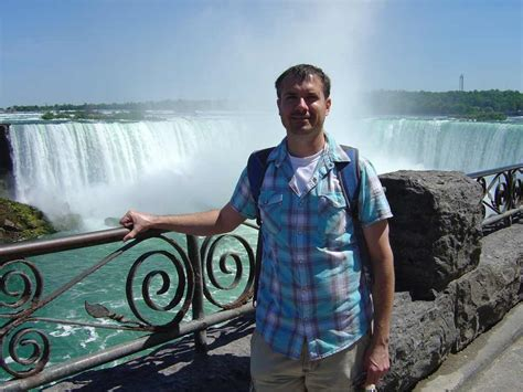 Tourist Visiting Niagara Falls Disappointed By How Dry He