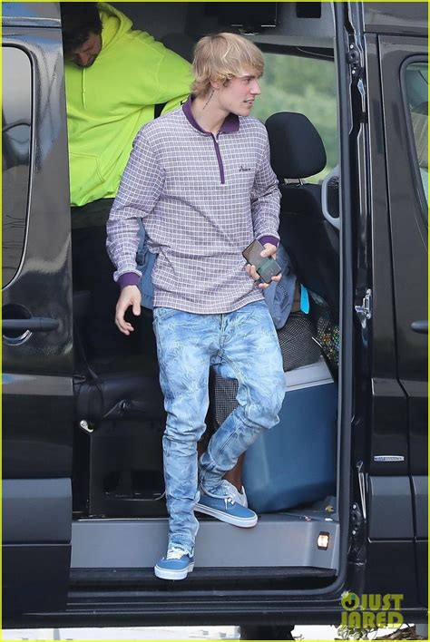 Justin Bieber Eats His Lunch on the Go on His Birthday