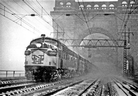 FL9's with Boston–New York (Penn Station) Hell Gate